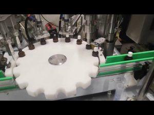 lille fyldemaskine med flydende flasker
